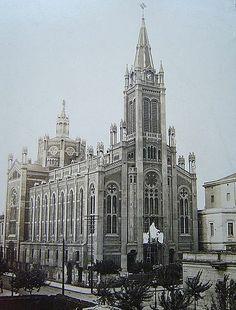 Templo (actual basílica) de San Carlos Borromeo y María Auxiliadora.