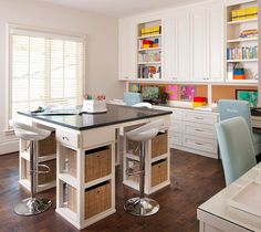 Craft Room. I love seeing Creative Interiors and this craft room is perfect for that! #CraftRoom #Interiors