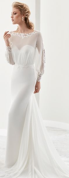 Jolies Ivory mermaid gown, in chiffon and macramè lace. Jolies 2017 Collection