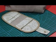 Cartera tarjetero requetefacil - YouTube Pouch, Make It Yourself, Quilts, Youtube, Crafts, Bags, Videos, Tutorials, Sewing Box