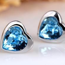 T400 Jewelers - Sterling Silver Swarovski Elements Crystal Heart Stud Earrings