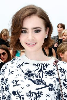 Lily Collins looks sophisticated and chic with a flipped out bob. // #hair