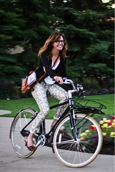 Bikes are beautiful, as is the outfit this blogger is rocking!