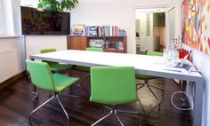 Arbeitsplätze in modernem Designbüro im Glockenbachviertel #Büro, #Bürogemeinschaft, #Office, #Coworking, #München, #Munich