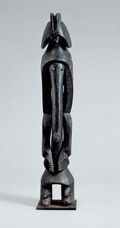 African art from the Beyeler Foundation  Cult Figure, 19th or early 20th century  Unknown master from the Mumuye region, Nigeria Wood with shiny dark patina, height 99 cm (including pedestal) Photo: Robert Bayer, Basel