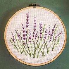 Mini Cross Stitch, Cross Stitch Borders, Cross Stitch Alphabet, Cross Stitch Flowers, Counted Cross Stitch Patterns, Cross Stitching, Embroidery Techniques, Cross Stitch Embroidery, Embroidery Ideas
