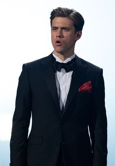 Aaron Tveit performing with the Les Mis cast at the 2013 Oscars. <3   He OWNED that stage.