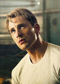 There is something about handsome Chris Evans as Steve Rogers (Captain America) that is too gorgeous to pass up. He just oozes manly virtue. That's actually very hot. Chris Evans Captain America, Capitan America Chris Evans, Ant Man Avengers, Thanos Avengers, Captain Rogers, Captain My Captain, Marvel Dc, Cris Evans, Steven Grant Rogers