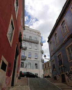 "11 Synes godt om, 1 kommentarer – CSFOTO | Camilla Simonsen (@csfoto.dk) på Instagram: ""Facader. Lissabon. #lissabon #lisboa #lisboacity #gade #arkitektur #portugal #bygninger #facader…"""
