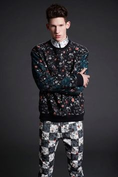McQ Alexander McQueen Mens There's a lil much goin on here, but I really dig the sweater and pants. I'd prolly keep them seperate, but who knows. Fashion News, Fashion Brands, Mens Fashion, Fashion Edgy, Fashion Tape, Floral Fashion, Fashion Models, Style Fashion, English Fashion