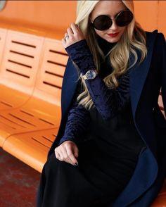 Inspiração de hoje vem da blogueira @blaireadiebee que está por trás do blog Atlantic-Pacific. Dona de um estilo incomparável veste um solar de armação fina e redonda da Linda Farrow - #LFL343  #innovaoptical #oculosdesol #sunglasses #design #lindafarrow #lindafarrowluxe #weselldesignforliving