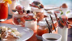 I love the little jam jars!