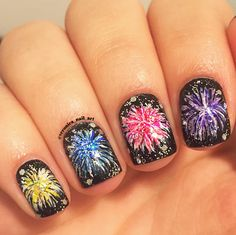 Firework nail art is so gorgeous it will blast you away Pretty Nail Designs, Toe Nail Designs, New Year's Nails, Diy Nails, Firework Nail Art, 4th Of July Nails, November Nails, Manicure At Home, Pedicure Nails