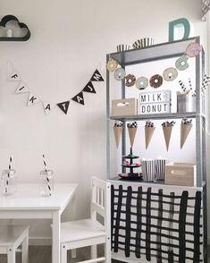 Get inspired by these 8 totally chic and stylish ikea hacks in the children's room Ikea Kura, Ikea Hack Kids, Minimalist Room, Kids Corner, Kid Spaces, Kidsroom, Kids Decor, Kids Furniture, Kids Playing