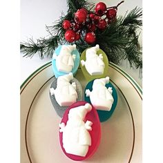 SNOWMAN CHRISTMAS GLYCERINE GIFT SOAP Meet this SNOWMAN glycerin mini soap, bagged and bowed and ready for holiday gifting. Great gift for guests, kids, colleagues, teachers etc.