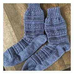The pattern mix socks are ready. The color is really super beautiful and fits perfectly … – Socken Stricken Lila Pause, Pink Castle, Pattern Mixing, Paracord, Body Art, Beanie, Socks, Couture, Knitting
