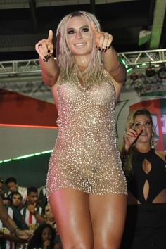 Fernanda Lacerda na quadra da Grande Rio, na Baixada Fluminense (Foto: Irapuã Jeferson/ Divulgação)