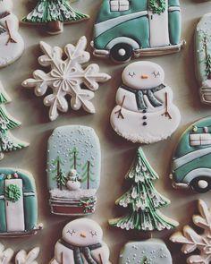 Christmas cookies; snowmen cookies; decorated cookies; winter wonderland party; royal icing cookies