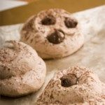 Mocha Macaroons or Drop Cookies. These are tasty cookies with rich mocha flavour. This simple recipe for macaroons would make great gifts for friends and relatives. Chocolate Meringue Cookies, Meringue Cookie Recipe, Cookie Recipes, Köstliche Desserts, Gluten Free Desserts, Delicious Desserts, Passover Desserts, Passover Recipes, Drop Cookies