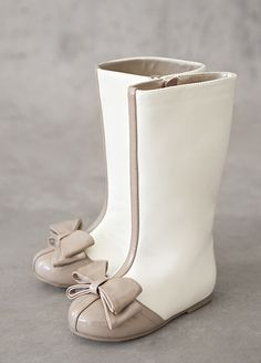Elery Boots in Latte ~ Toddler and Girl sizes available. {JoyFolie}