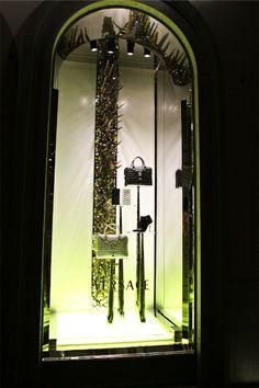 Versace - Milão - Itália #versace #milão #milan #itália #italy #windows #vitrine #vm #visualmerchandising #retail #varejo #store #loja