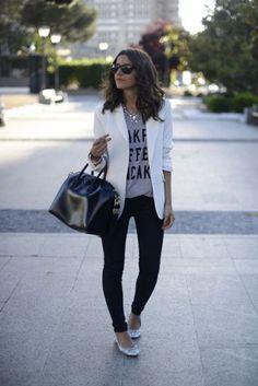 Stylist Tips: 10 Ways to Wear A White Blazer White Chic Blazer with Grey Print tee, Skinnies Je… Blazer Outfits, Casual Outfits, Fashion Outfits, Casual Friday Work Outfits, Blazer Fashion, Dress Casual, Ballerinas Outfit, Work Fashion, Fashion Looks
