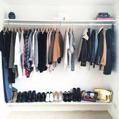 Guarda roupas na parede