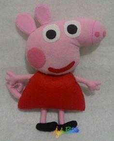 Peppa Pig com 27 cm, toda confeccionada em feltro, feito a mão.