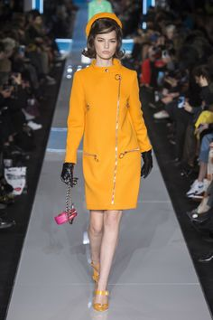 https://www.vogue.com/fashion-shows/fall-2018-ready-to-wear/moschino/slideshow/collection#2