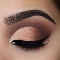 """Ombré cut crease Brows: @beautybakeriemakeup • Brown BROWnies Eyes: @beautybakeriemakeup • Neapolitan EyesCream palette (""""Strawberry"""" and """"You Scream"""" in the crease/outer v, """"Chocolate Chip"""" """"Powdered Sugar"""" and """"Pistachio on lid) Glitter: @beautybakeriemakeup • Brown sprinkles to line the bottom of the liner Liner: @beautybakeriemakeup • black milk gelato Lashes: @luxylash • in """"keep it 100"""" as always"""