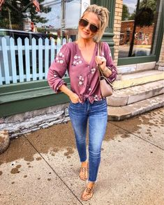 Cool 42 Stylish Summer Outfits Ideas To Copy Right Now. More at www. Cool 42 Stylish Summer Outfits Ideas To Copy Right Now. More at www. Simple Casual Outfits, Stylish Summer Outfits, Trendy Outfits, Fall Outfits, Fashion Outfits, Summer Mom Outfits, Casual Summer Outfits With Jeans, Casual Night Out Outfit Summer, Sandals Outfit Summer