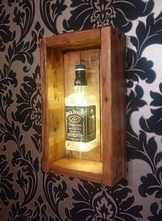 40 pallet project infusion of old and new pallet ideas pallet wood projects diy diy pallet projects what to make with wood pallets pallet wood wall projects woods en palitt New Pallet Ideas, Diy Pallet Projects, Project Projects, Diy Wood Projects For Men, Jack Daniels Bottle, Jack Daniels Lamp, Diy Holz, Wood Lamps, Bars For Home