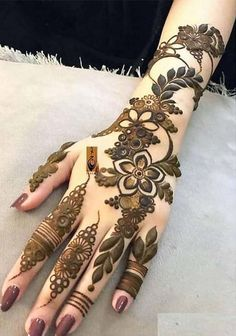 Our cutest mehndi and henna designs are best way for ladies to make their hands' look more sexy and hot. Just see here and find our perfect mehndi designs that we especially collected here just for you. Khafif Mehndi Design, Mehndi Designs Book, Mehndi Designs 2018, Modern Mehndi Designs, Mehndi Designs For Girls, Mehndi Design Photos, Mehndi Designs For Fingers, Beautiful Mehndi Design, Dulhan Mehndi Designs