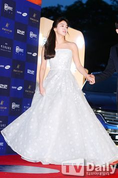160603 Song Hye Kyo at JTBC 52nd Baeksang Arts Award