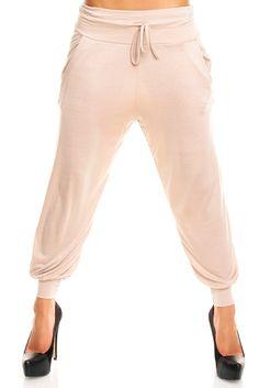 Bukser beige - Dejlige sommerbukser i tyndt stof. Lommer i siderne samt snøre i livet. Materiale: 95% viskose. 5% elastan Kr. 119,-