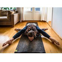 Yoga Ashtanga pose Kurmasana