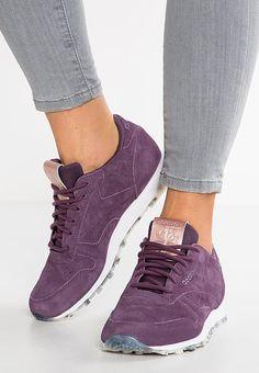 Chaussures Reebok Classic CLASSIC LEATHER SHMR - Baskets basses - meteorite/white/rose violet foncé: 89,95 € chez Zalando (au 24/02/17). Livraison et retours gratuits et service client gratuit au 0800 915 207.