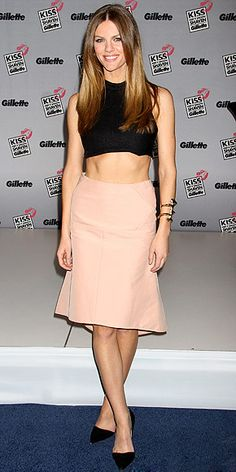 not normally a fan of crop tops for formal events, but i gotta say brooklyn decker wears this well!