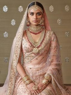 Sabyasachi Jewellery Blush pink Sabyasachi bridal lehenga with rani haar jewellery. Indian Bridal Outfits, Indian Bridal Fashion, Indian Bridal Wear, Indian Dresses, Bridal Dresses, Indian Bridal Jewelry, Bridal Jewellery, Silver Jewellery, Silver Ring