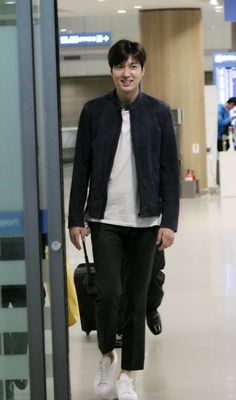 Lee MIn Ho at Shanghai Pudong International Airport Go to Incheon Intern...