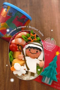 Christmas Pageant bento #bento #cute #food #christmas.......it is amazed how they will decorate the lunch box for the kids.