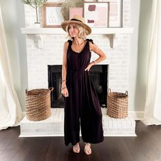 Meet the Armie Jumpsuit, your perfect summer outfit! #mudpiegift #jumpsuit #summeroutfits Black Fedora, Women's Summer Fashion, Leggings Fashion, Jumpsuits For Women, Black Tie, Day Dresses, Food Videos, Pink Dress, Party Dress