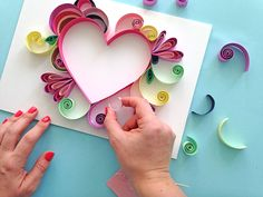 Step by step Quilling instructions. Make your own piece of art for your Mum this Mother's Day with this DIY paper craft guide. Paper Quilling Cards, Quilled Paper Art, Paper Quilling Designs, Quilling Patterns, Quilling Ideas, Quilling Instructions, Paper Quilling Tutorial, Quilling Flowers, Paper Flowers