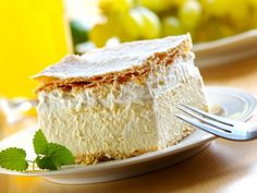 Kremsnita - a vanilla and custard cream cake dessert - need to try this on anniversary next year Romanian Desserts, Romanian Food, Romanian Recipes, Sweet Recipes, Cake Recipes, Dessert Recipes, Frosting Recipes, Custard Cream Cake, Vanilla Custard