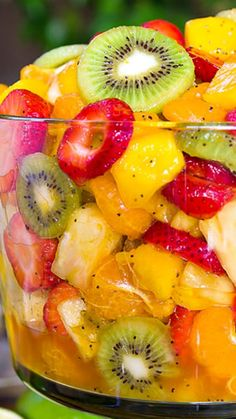 Tropical fruit salad - Best Ever Tropical Fruit Salad Recipe ~ The Dressing is Truly Magical The Combination of Citrus Juices with Honey are added with a Touch of Nuttiness and Zestiness to Kick it up a Notch Tropical Fruit Salad, Fresh Fruit, Healthy Snacks, Healthy Eating, Healthy Recipes, Delicious Desserts, Yummy Food, Fruit Salad Recipes, Creamy Fruit Salads
