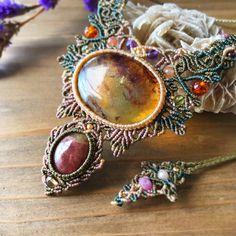 Macrame Jewelry MANOさんはInstagramを利用しています:「✴︎ アンバー×トルマリンマクラメコンビネーションネックレス ✴︎ メキシコ産の大粒な琥珀。 針葉樹の化石だから実は鉱物ではなくて有機物。 ピンク&グリーンのバイカラーなトルマリンと合わせて。…」