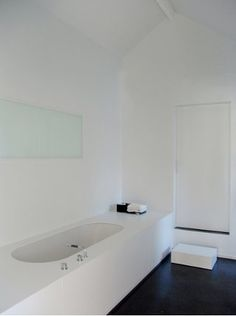 white undermount tub with generous surround for perching on