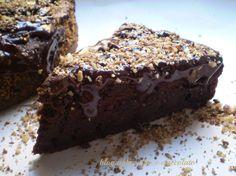 La torta al cioccolato e ricotta,è un tripudio di cioccolato favoloso!!!! è molto morbida ,rimane anche umida la parte croccante,la rende ancora piu' golosa
