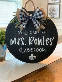 Welcome Sign Classroom, Teacher Welcome Signs, Teacher Signs, Teacher Boards, Classroom Wreath, Teacher Wreaths, Classroom Decor, Classroom Signs, Future Classroom