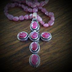 collier perles de tourmaline et croix en argent vieilli et rubis abacus